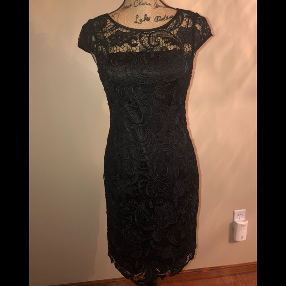 Adrianna Papell Dresses & Skirts - Adrianna Papell NWOT Formal black lace dress
